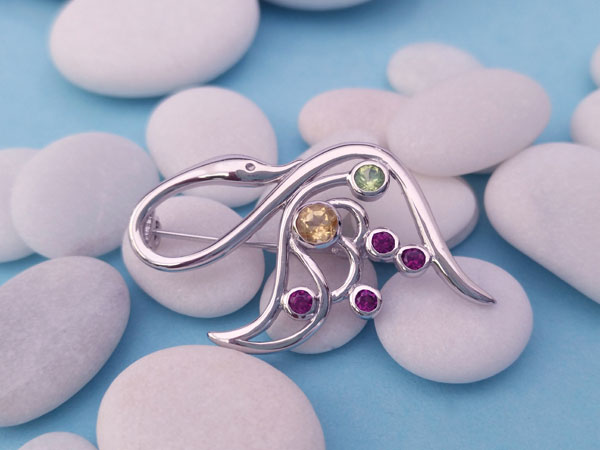 Sterling silver and gemstones brooch.. Foto 1