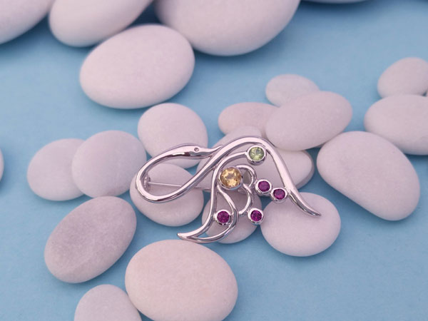 Sterling silver and gemstones brooch.. Foto 3