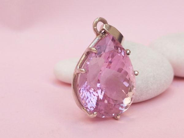 Faceted Kunzite gem set in Stering silver.. Foto 4