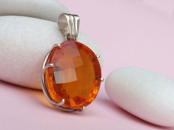 Citrine quartz gemstone set in Sterling silver.. Foto 1