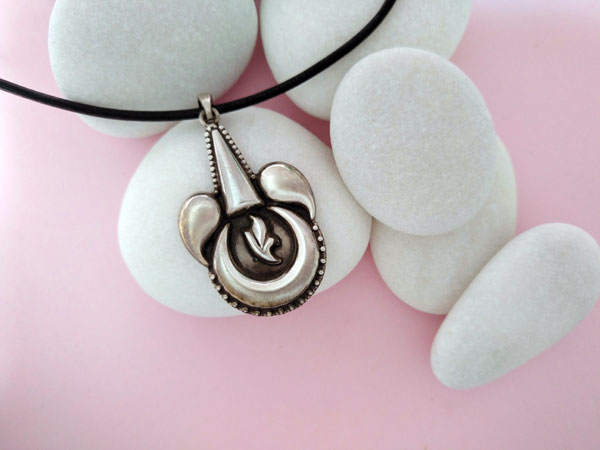 Ethnic Sterling silver pendant.. Foto 2