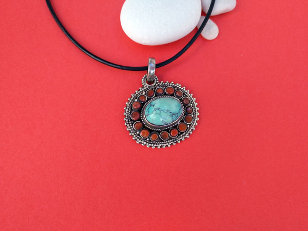 Handmade etnic Tibetan Sterling silver, turquoise and coral pendant.. Foto 2
