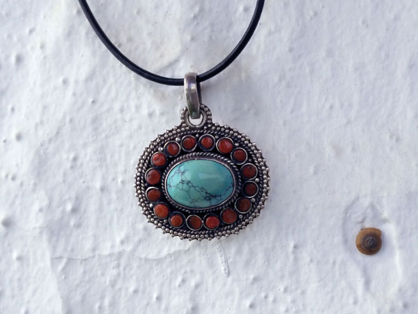 Handmade etnic Tibetan Sterling silver, turquoise and coral pendant.. Foto 4