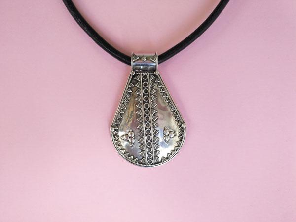 Antiguo colgante de plata etnico de orfebreria artesanal.. Foto 2