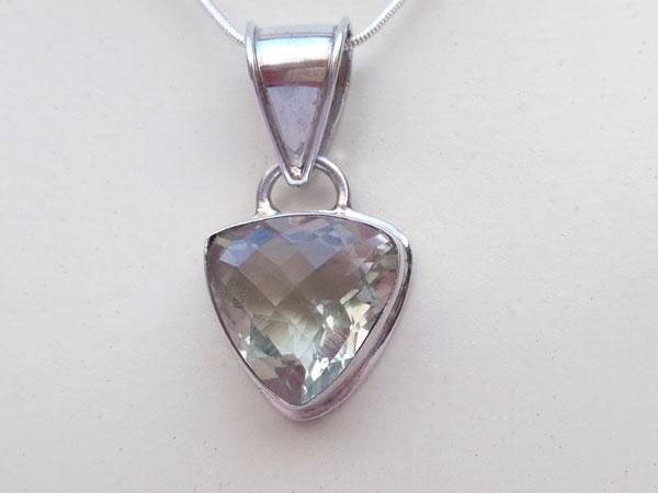 Gema de cuarzo cristal de roca engarzado en plata.. Ref. TZX