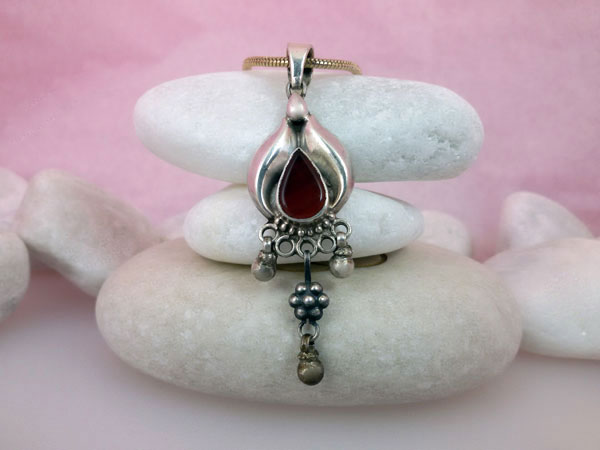 Antique Sterling silver and Carnelian Agate pendant.. Ref. TZY