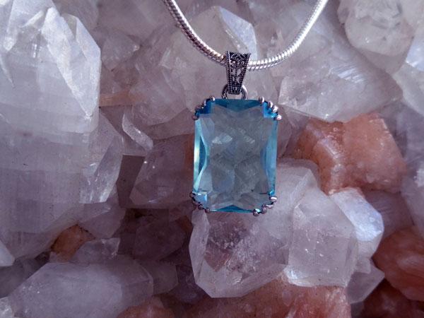 Colgante artesanal de cristal de Bohemia facetado.. Ref. XAV