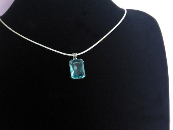 Handmade faceted Bohemian crystal pendant.. Foto 3